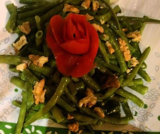 Cevizli taze börülce salatası